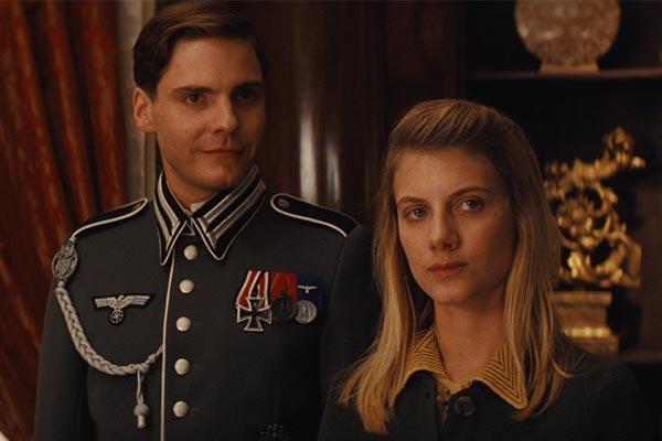 Khán giả xem Inglourious Basterds sẽ hoàn toàn bất ngờ về cái kết của phim